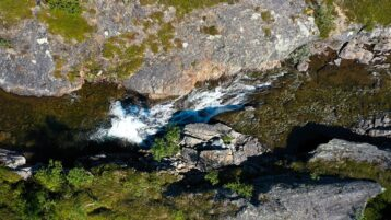 Free stock footage: Ascending view of a river in the mountains