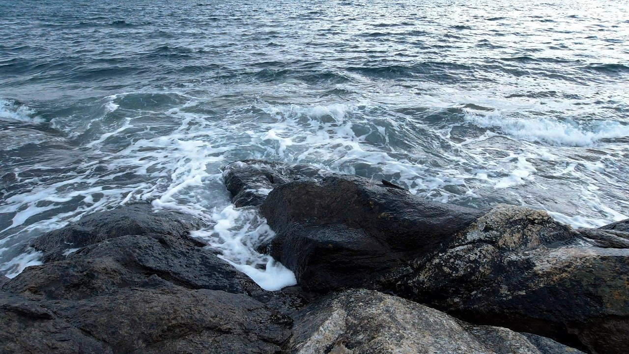 Free stock footage: Ocean waves splashing against the shore