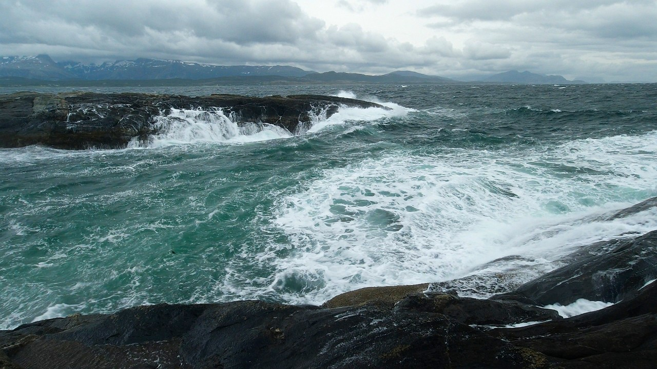 Free stock footage: Waves in a bay on a cloudy day
